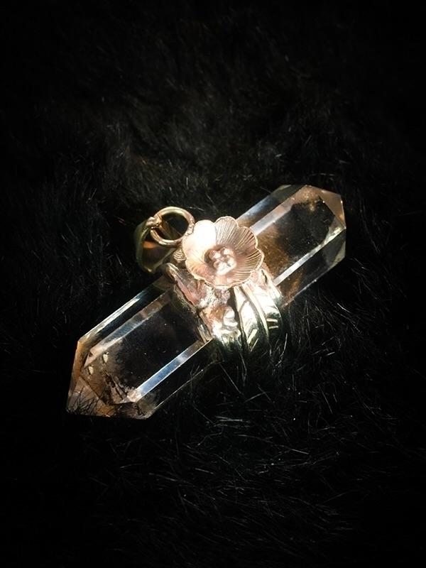 Xl Captured Quartz Amulet // Pe - thewitch   ello