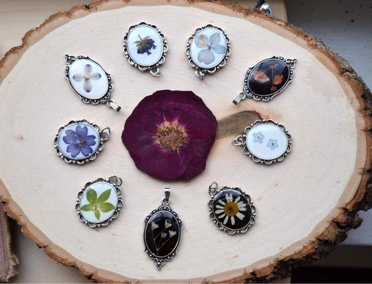 Victorian style pendants ftw! a - lunafloradesigns   ello
