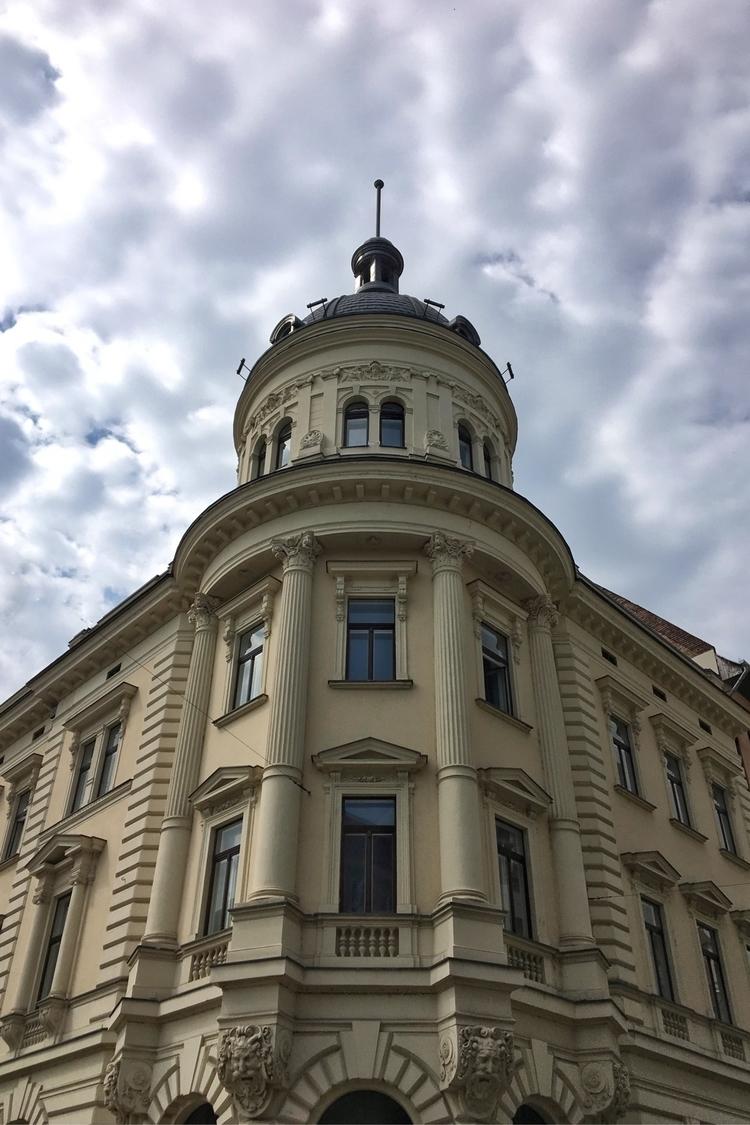 Digging Random Building - Budapest. - rowiro | ello
