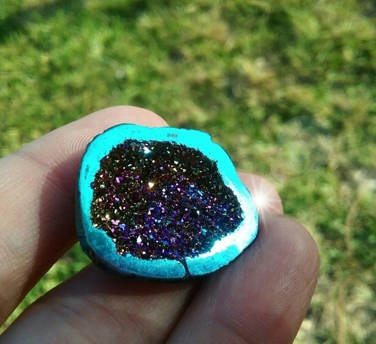 sparkly - geode, titaniumaura, druzy - almosdesigns | ello