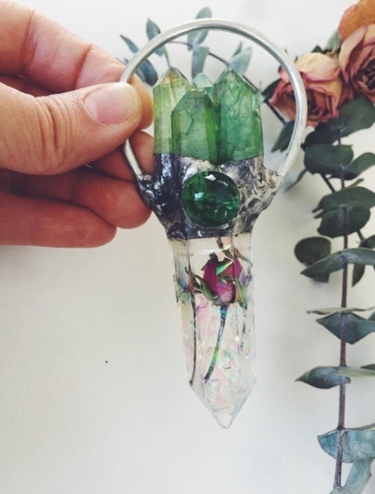 Sacred Rose pendant decorative  - valeriaprieto | ello