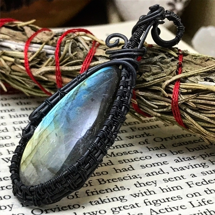 flashy labradorite pendant. fea - twistedleafstudio | ello