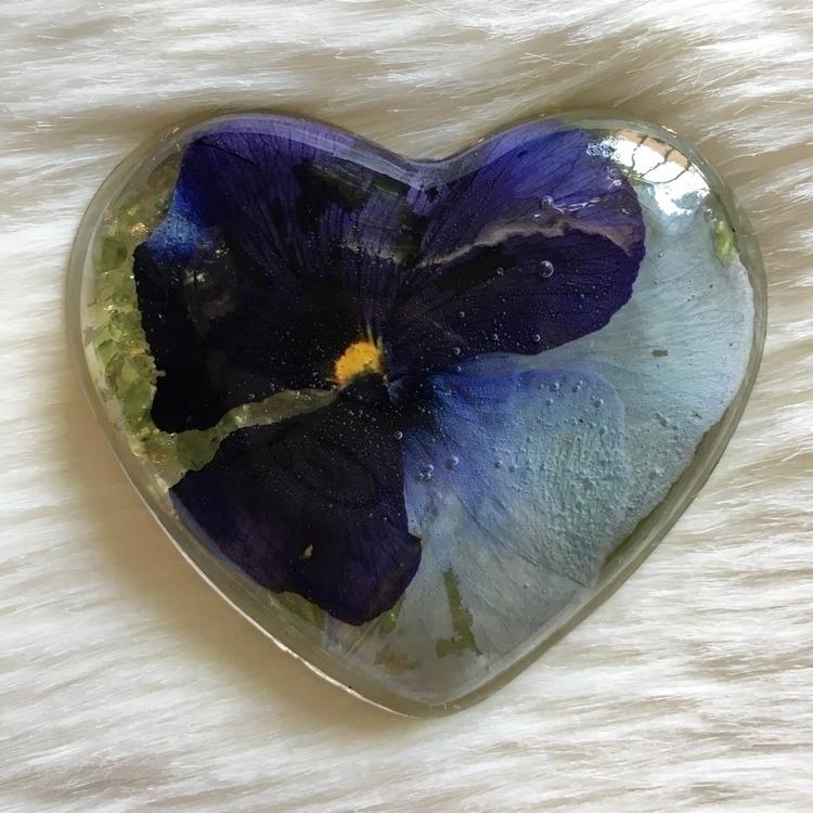 Handmade heart flower crystals  - thefaeriegodmother | ello