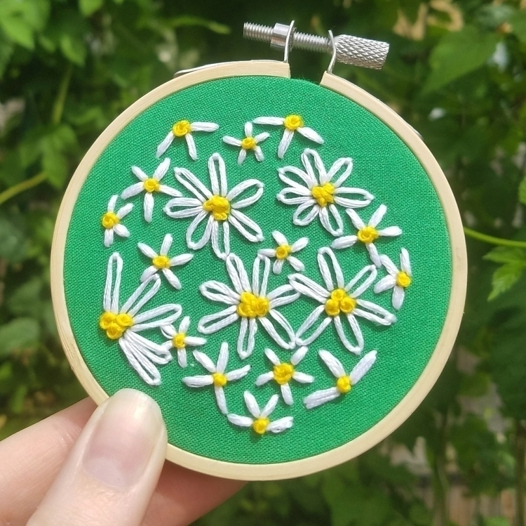 Happy daisies - daisy, embroidery - honey-and-snow | ello
