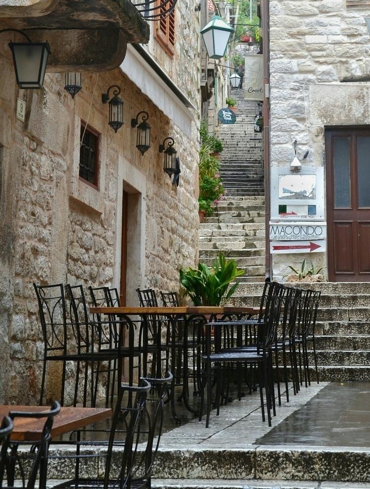 hvar, croatia, rainyday, chairs - aleksaleksa | ello
