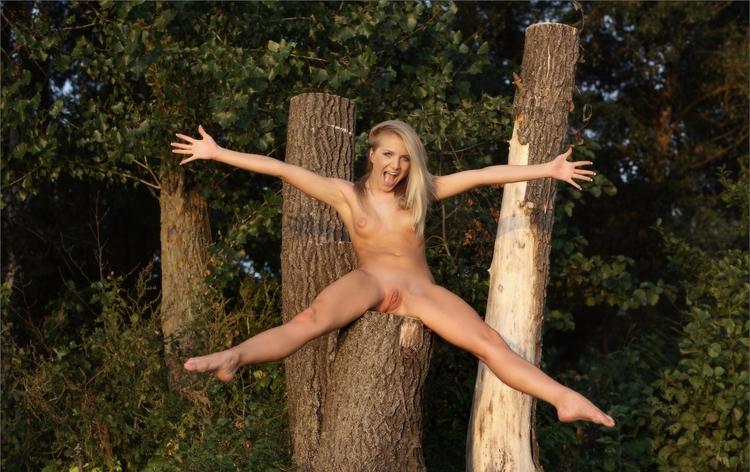 фото девушек голые и счастливые