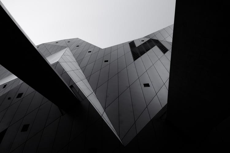 52.52 Musée des Confluences - black - bigkids | ello