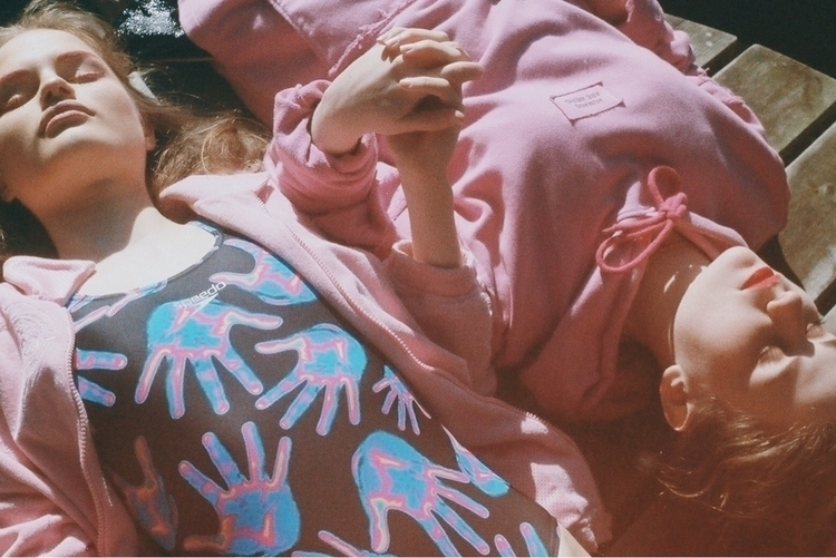 Girls - 35mm, analoguephotography - vilarmon | ello