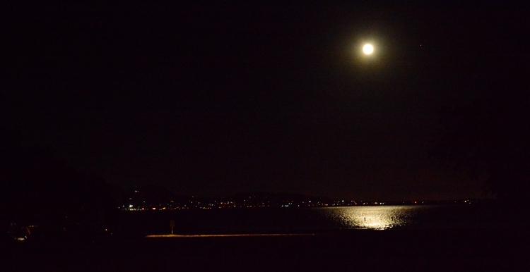 Full moon Lake Elsinore, Califo - georgerocheleau | ello