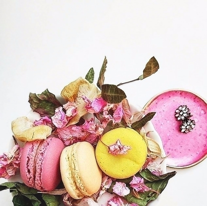 Pink dish inspired macarons - clay - azandairalee | ello