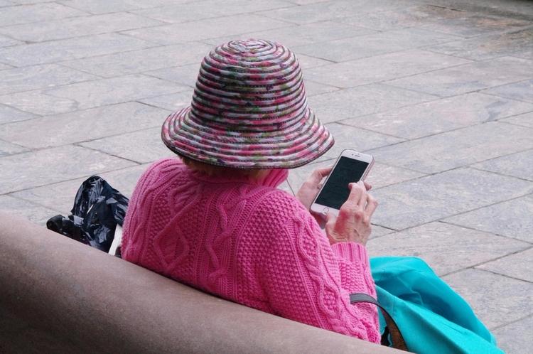 Social Media - oldlady - jasmac | ello