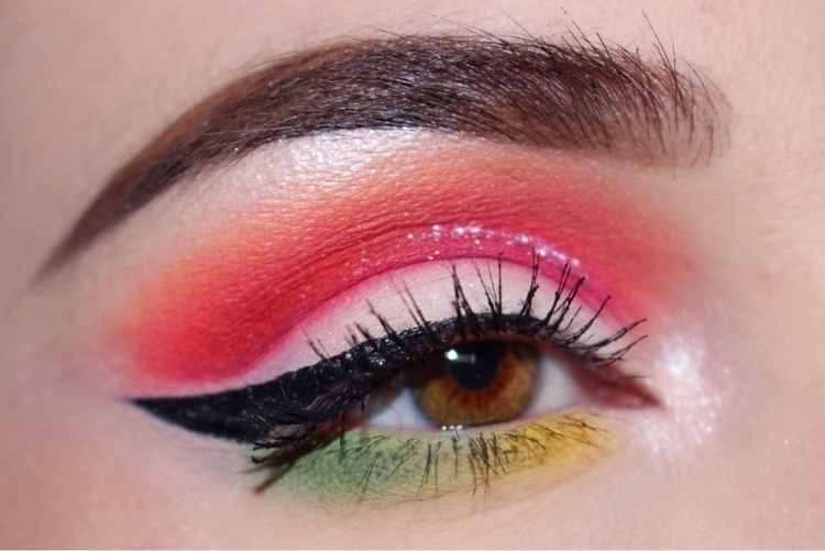 Fun tropical cut crease Colourp - briannacrow | ello