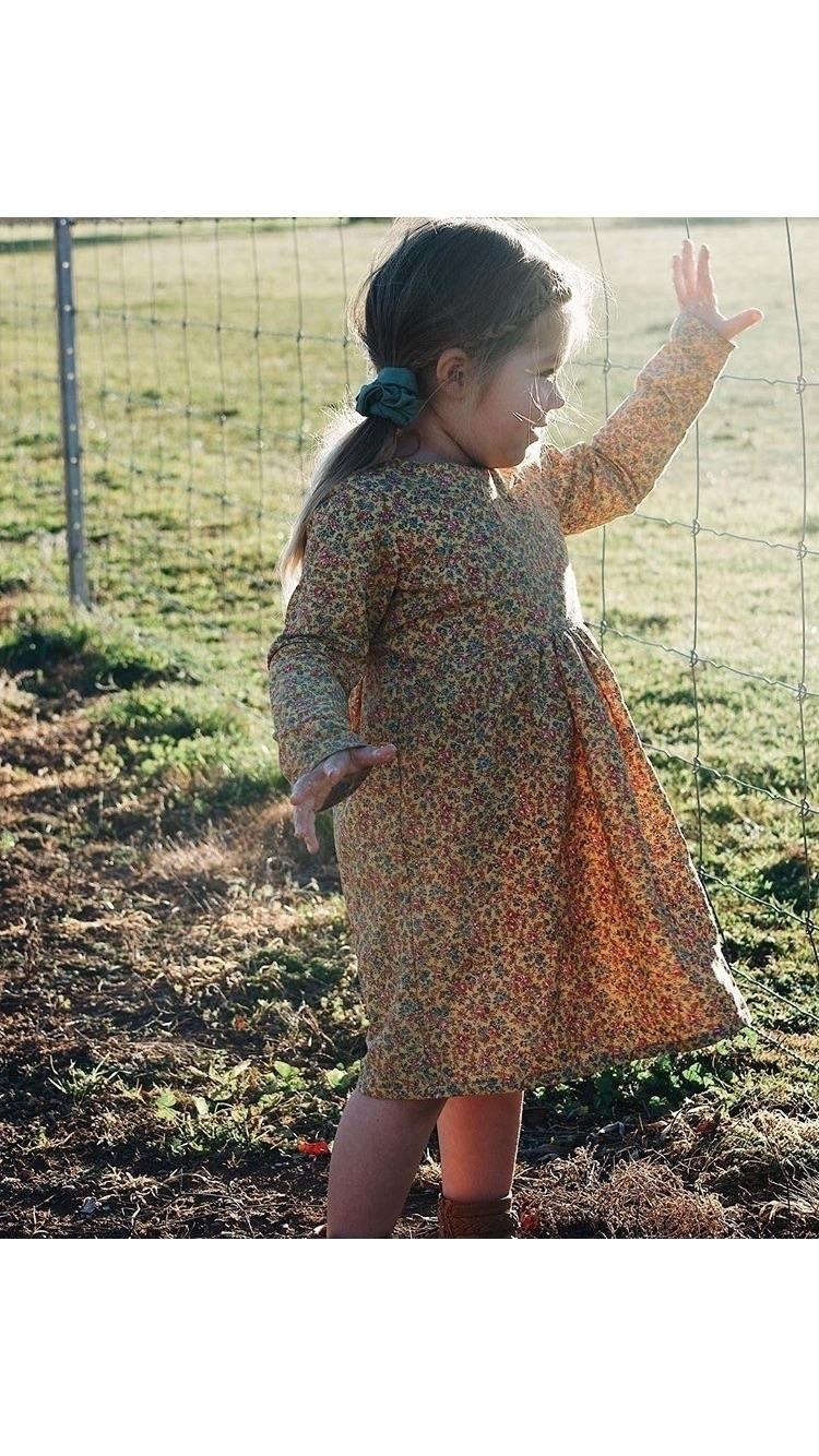 gorgeous long sleeve dress perf - novemberdarling | ello