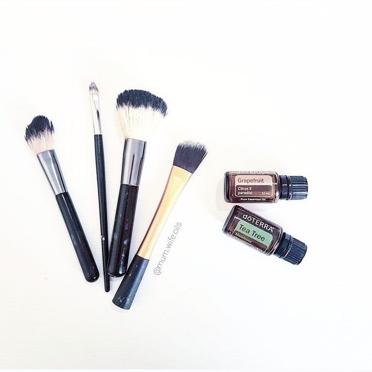 Cleaning Makeup brushes. jobs t - mum-wife-oils | ello