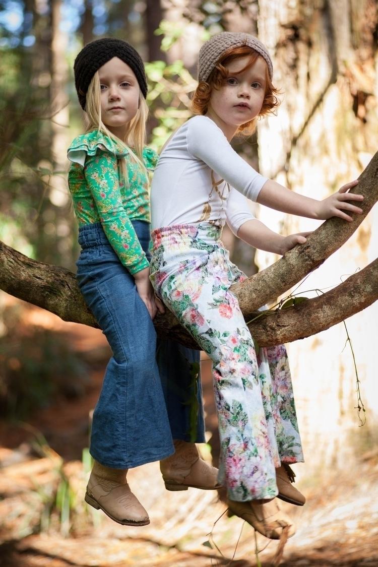 friendship starts climbing tree - itsbettyjaneadventures | ello
