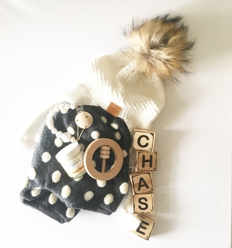 POM POMS// Loving Pom shorties - littlecheekychase | ello