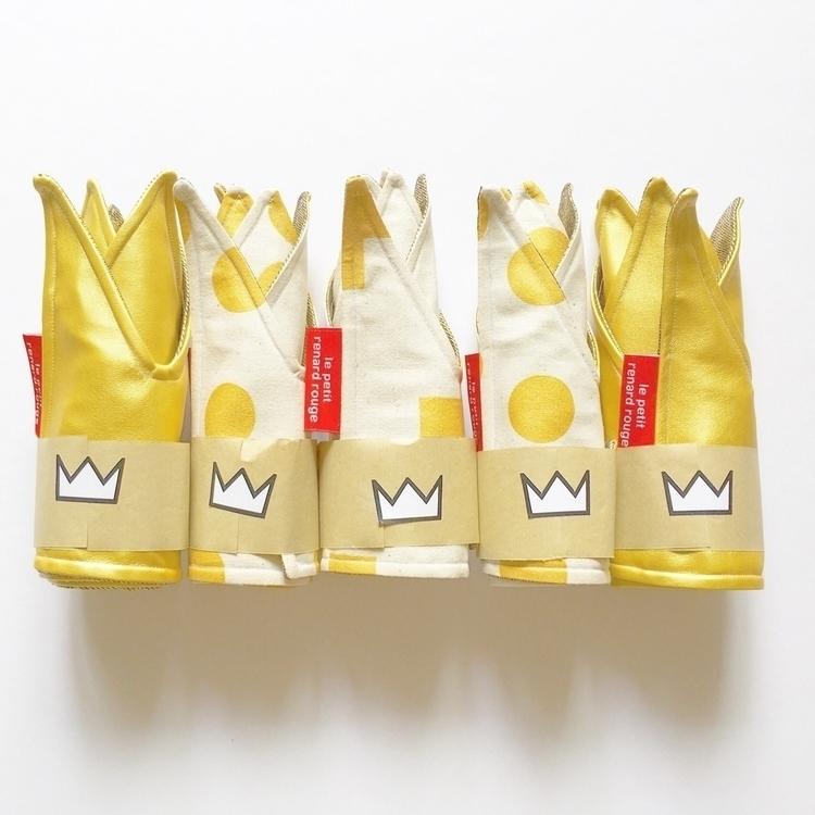 Show gold || Fact - put crowns  - lepetitrenardrouge | ello