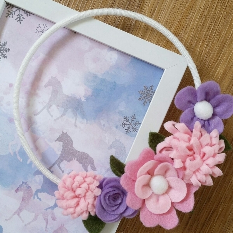 Beautiful felt flower wreath - little_house_designs | ello