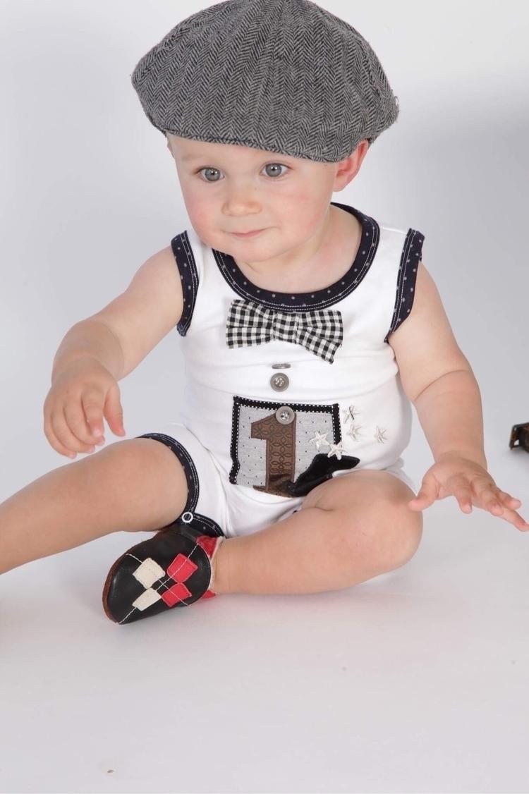 love cutie wearing bday onesie - arthurave | ello