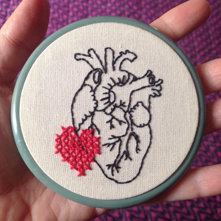 Corazón. embroidery Carol Grilo - fofysfactory | ello