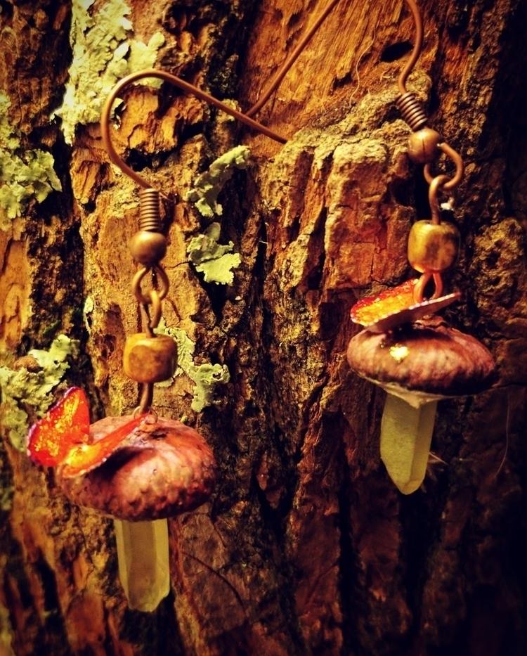 Acorn cap crystal mushroom:hear - clovermoon | ello