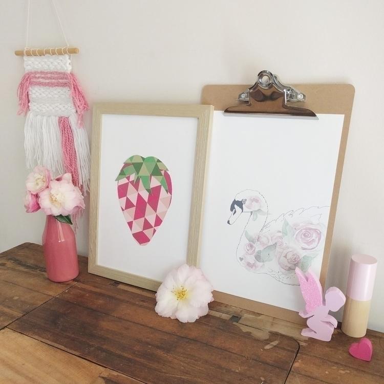 Pretty pink vintage sewing tabl - paperlee   ello
