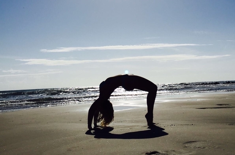 yoga, divingangel, bridgepose - divingangel | ello