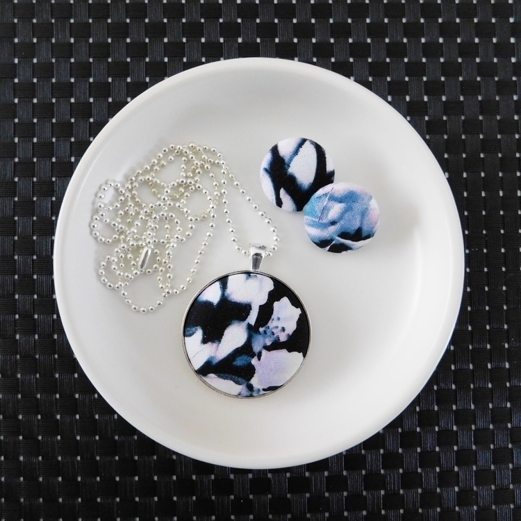 Pendant necklace Fabric button  - abcdhandmade | ello