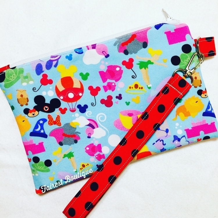 Adorable wristlet!! DM order - fairestofthemall_boutique | ello