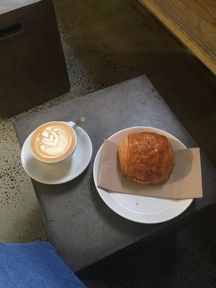 Mornings Lune Croissanterie - skin - glossco | ello