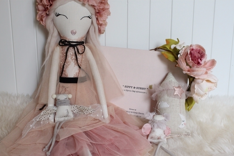 redecorating Daughters room 2nd - wildrose_dolls | ello