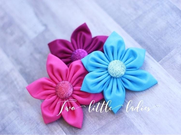 Glitter center flowers, releasi - twolittleladies11 | ello