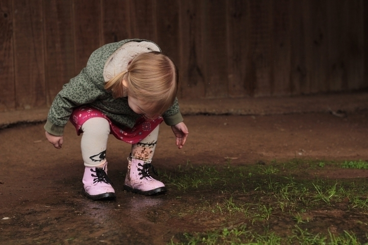 Apparently magical puddles - childhoodunplugged - 2masters_and_a_miss | ello