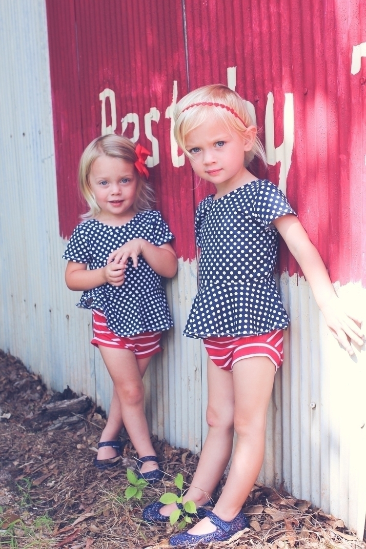 ready 4th July! Love sets Brook - the_byrds_house | ello