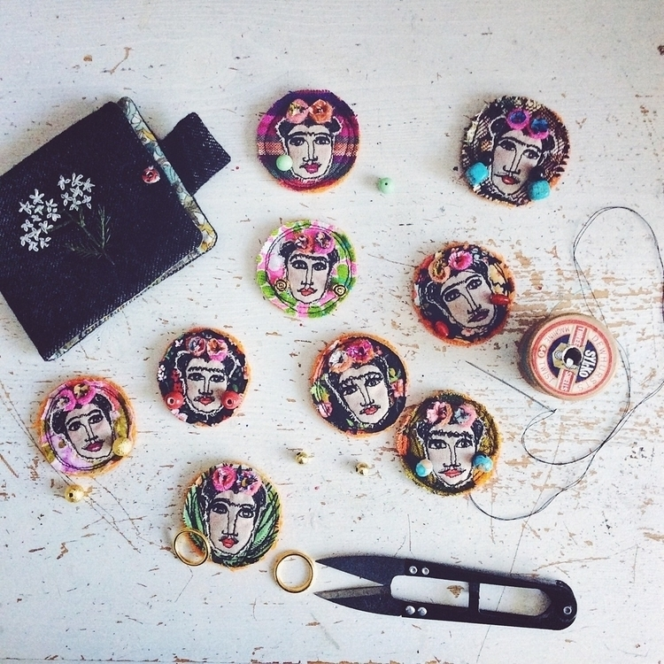 Choosing sewing earrings :heart - alittlevintagedoll | ello