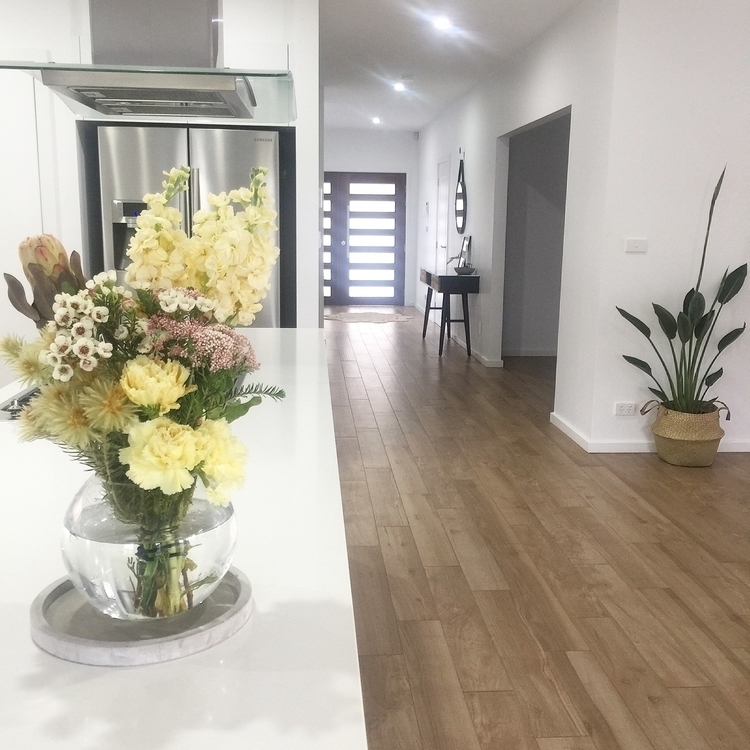 Happy hump day - house#home#interior#interiordesign#interiorstyling#honedecorating#woodlooktiles#hallway#entrance#kitchen#flowers#blooms#homewares#decor#birdofparadise#myhome - avani_collective | ello