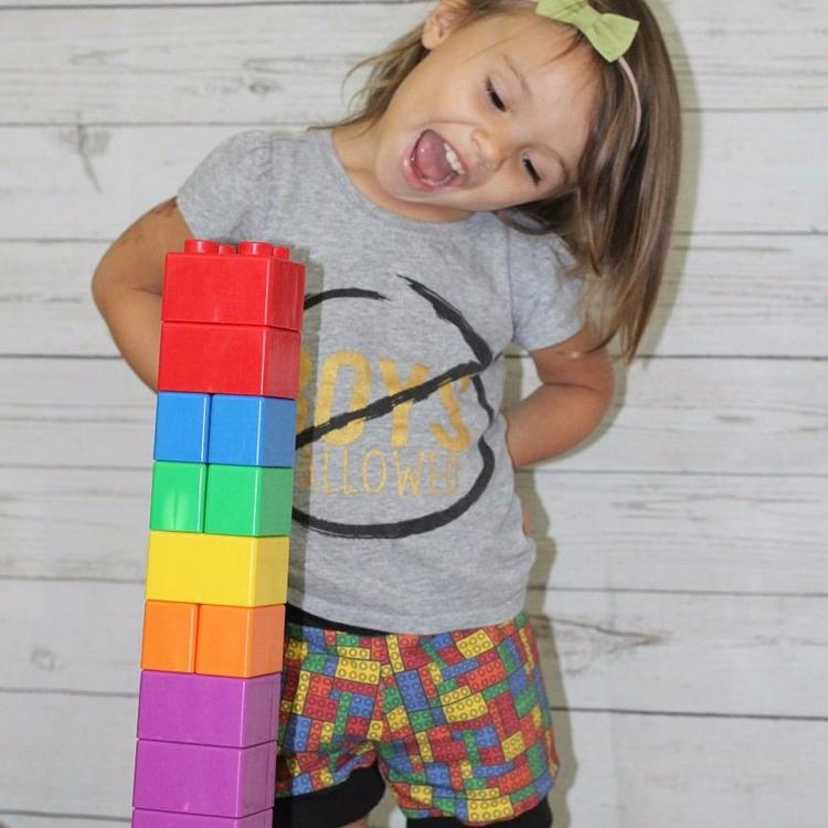 Meet Elliana 2 loves sing play  - ellie_mateo | ello