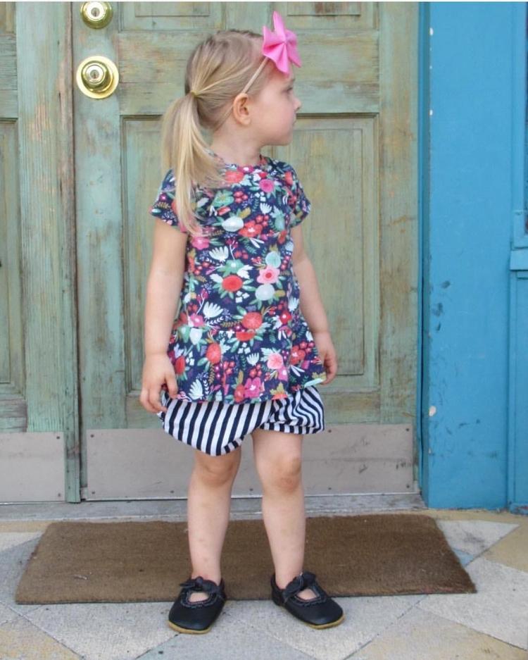 Navy stripes. Subtle classic - shopsmall - prettylittleduck | ello