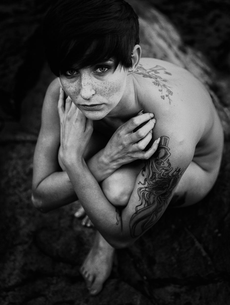 Photographer:Lee Bodson Model - darkbeautymag   ello