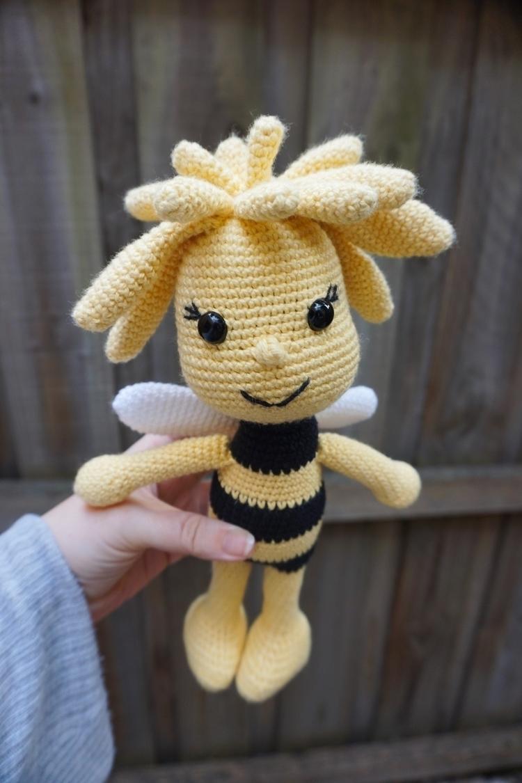 Maya Bee love friend, Willy Bee - littlecosythings | ello