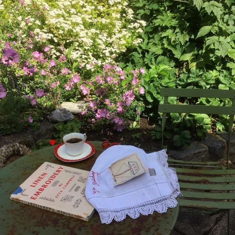 Sewing garden. :scissors:️ :sci - arnolds-attic | ello