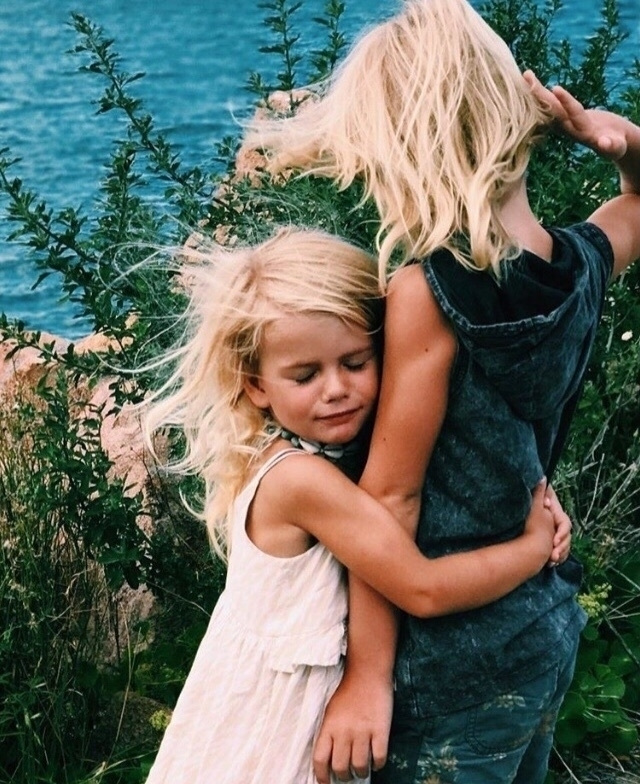 ➳➳ Hug || Monday school holiday - tullyandthechief | ello