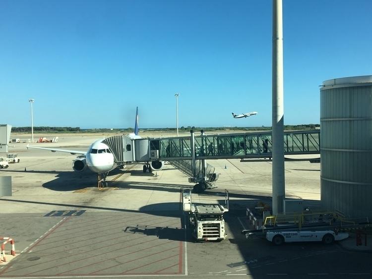 Hola. Landed - BCN., :airplane:️ - rowiro | ello