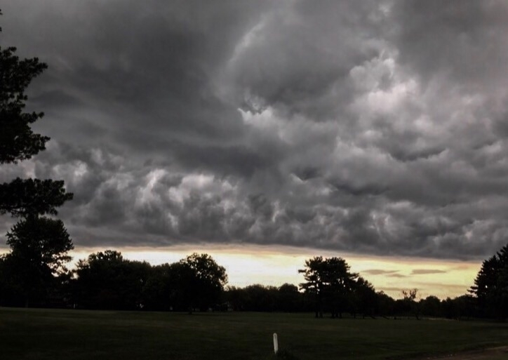 Storm coming thought walk golf  - illaurail | ello