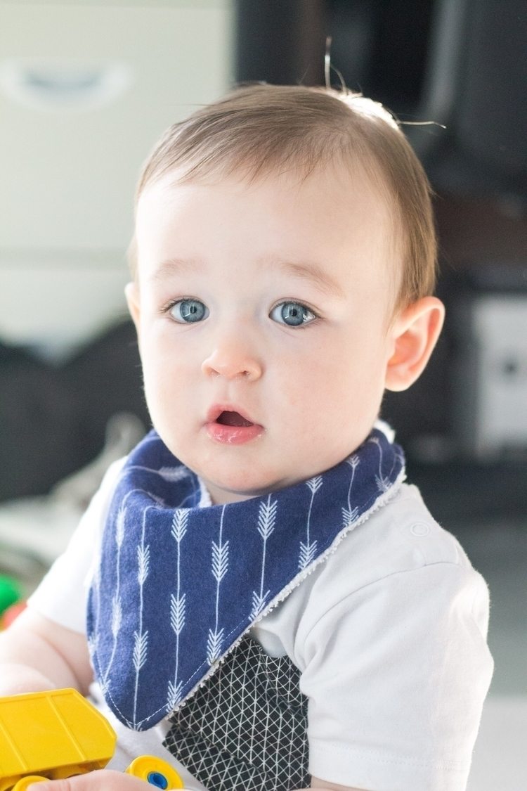• BLUE Blue Arrow bib perfect c - lalabubby | ello