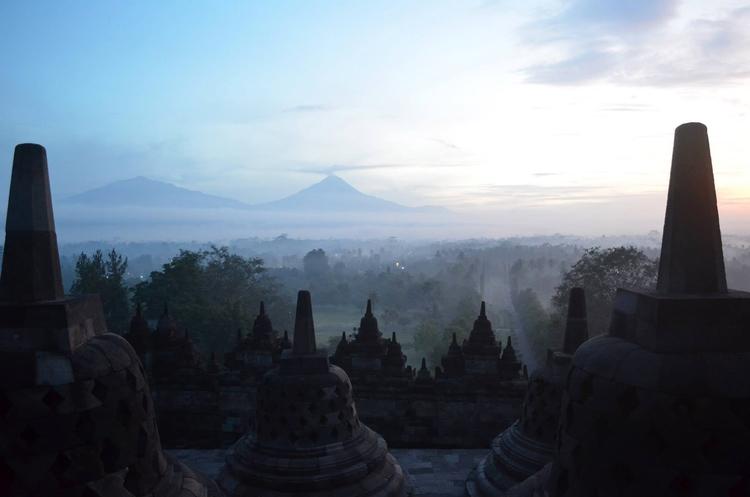 Sunrise Borobudur twin volcanos - locart | ello
