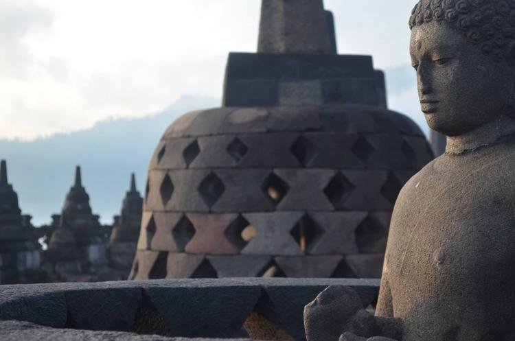 Sunrise Borobudur Indonesia - M - locart | ello