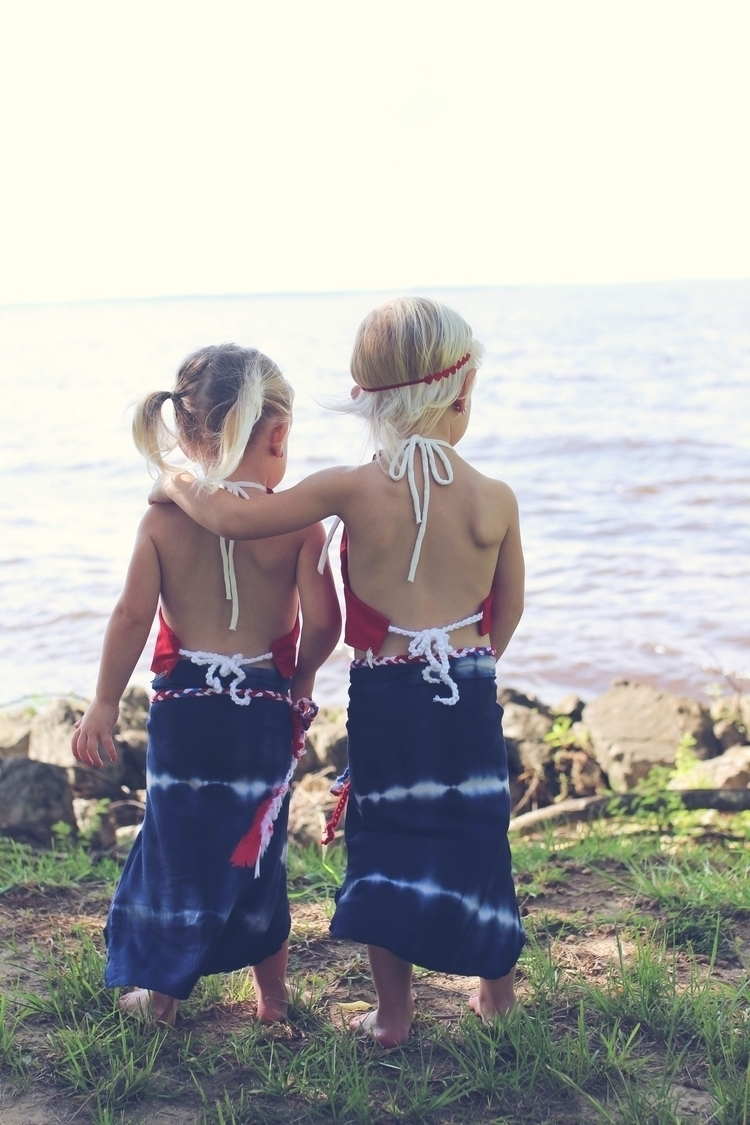 Beautiful sisters Brave Boutiqu - the_byrds_house | ello