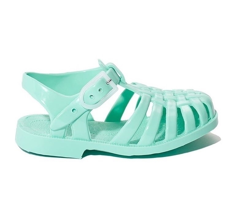 Jelly sandals $17.40! . Mega cl - tootsietoesshoes | ello