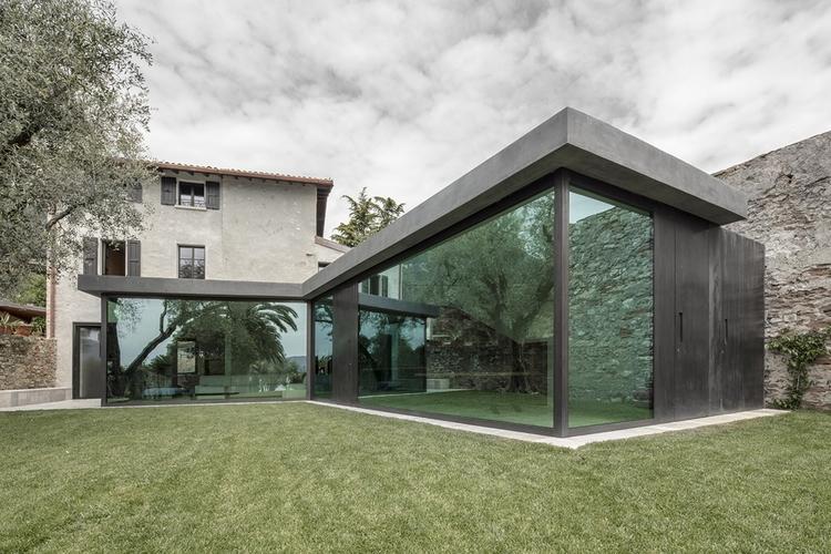 Vertically sliding walls open I - elloarchitecture | ello